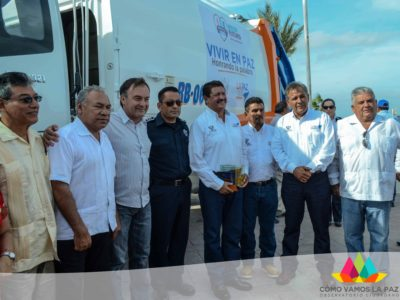 Entrega de unidades, uniformes y certificados a personal de servicios públicos del XV ayuntamiento de La Paz