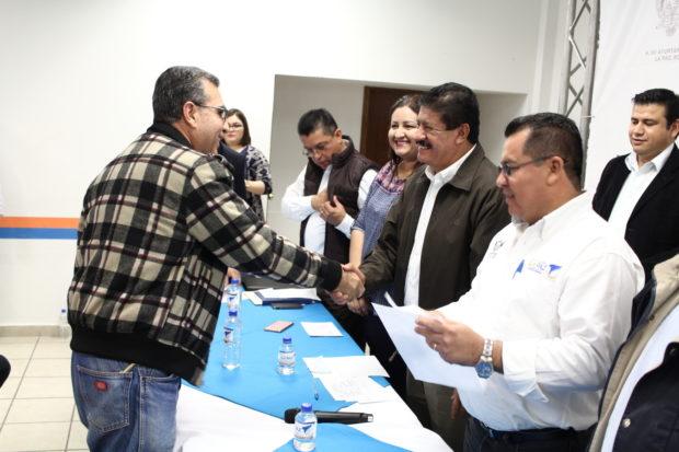 Entregan apoyo a 28 transportistas de La Paz