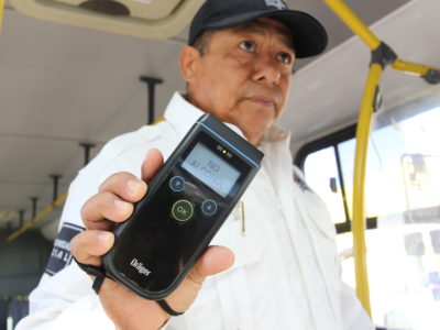 APLICAN ALCOHOLÍMETRO A OPERADORES DE TRANSPORTE DE PASAJEROS