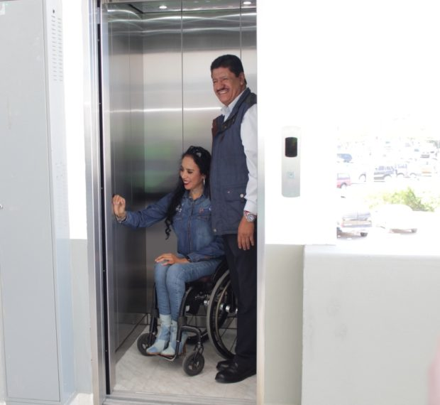 Habilita Ayuntamiento de La Paz un elevador para personas con discapacidad y adultos mayores.