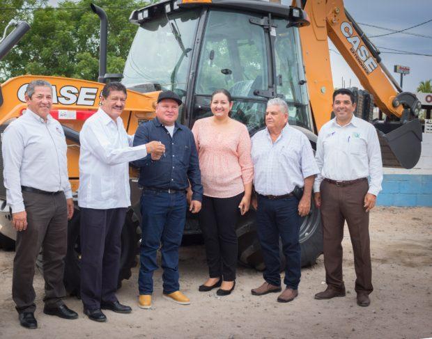 Entrega de máquina retroexcavadora a SAPA La Paz, reforzará operatividad y efectividad en los trabajos.