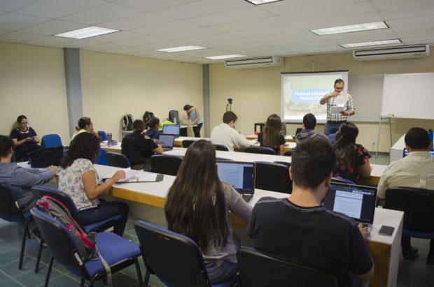 Alumnos de la Universidad Autónoma de Baja California Sur  aprenden a ejercer su Derecho a Saber.